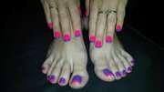 Photos des pieds de Dimetdelf, pied verni par mon petit mari soumi.