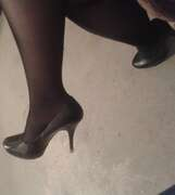 Photos des pieds de Lola51, Re voilà mes petits pieds