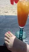 Photos des pieds de Buterfly, Les adorables petits pieds de Ma Femme à la mer