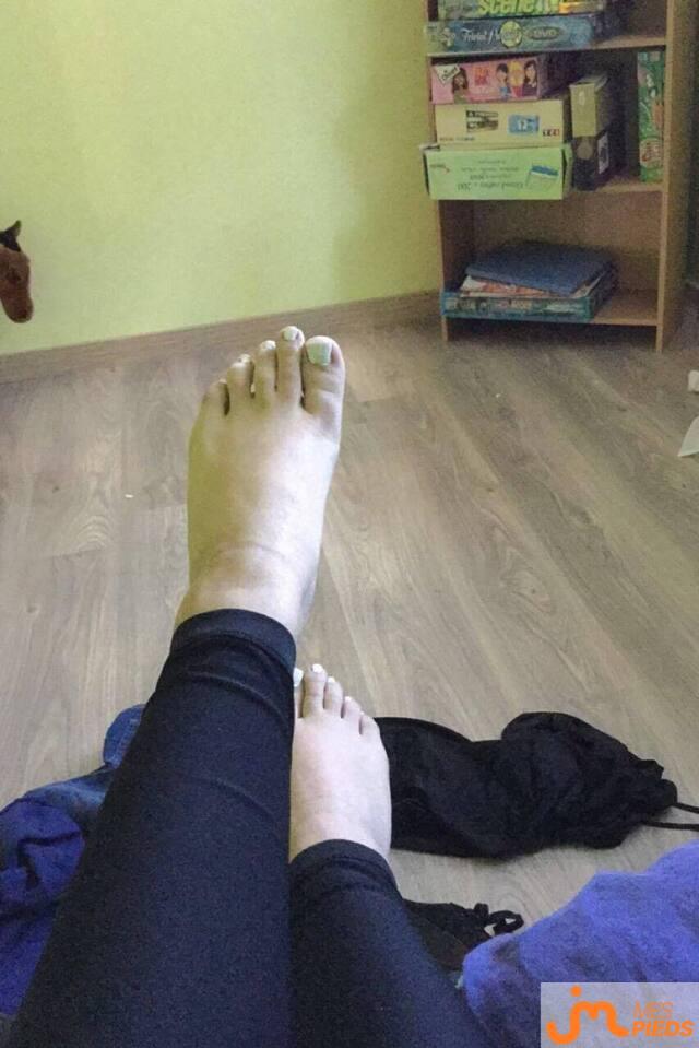 Photo des pieds de Mia50