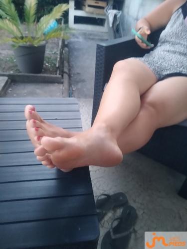 Photos des pieds de Grelemangue24, et une deuxième